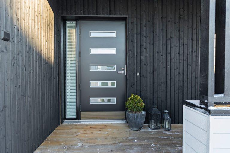 usi ovi paikoilleen avaimet käteen -periaatteella, mikäs sen helpompi tapa tehdä oviremonttia!
